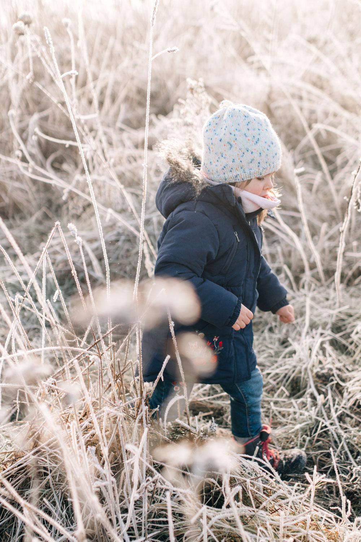 Familienbilder Natur Winter natürlich authentisch lebendig Photographie Poesie Fotoshooting Familie Saarland Merzig Saarlouis Trier Luxemburg Dillingen Kinder Spaß