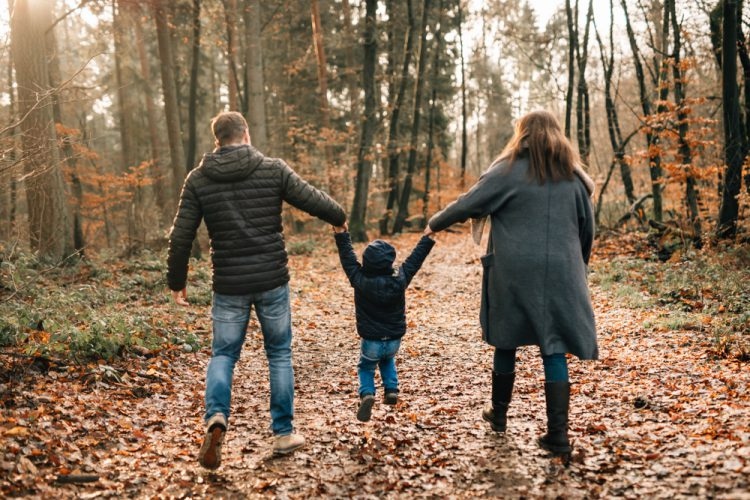 Familienfotograf Familienbilder Familienfotografie Saarland Fotograf Merzig Saarburg Saarlouis Dillingen Trier Luxemburg Photographie Poesie Spaß Familienshooting Kinderfotos natürlich