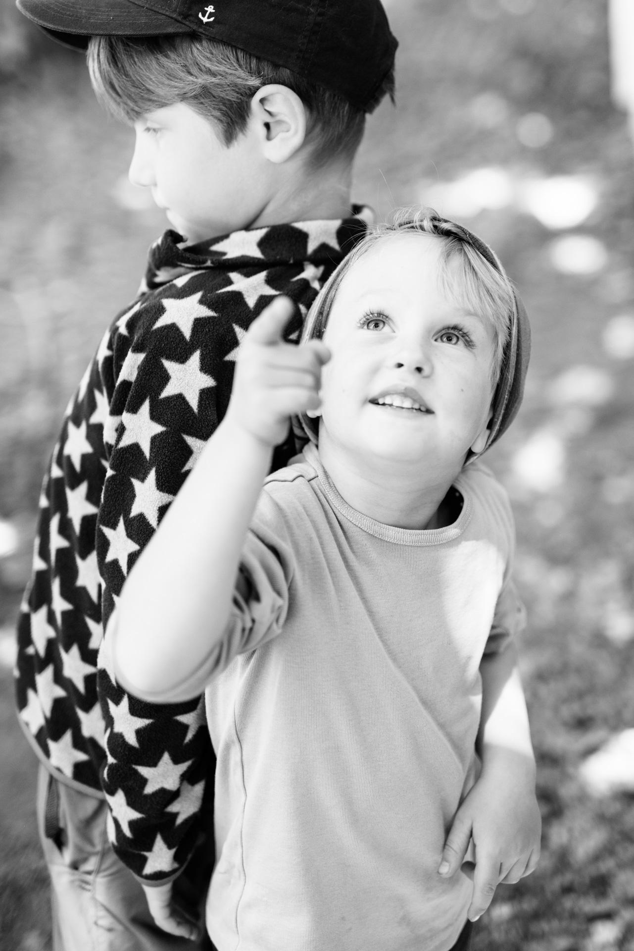 Kindergartenfotograf Merzig natürliche Kindergartenfotografie moderne authentische Kindergartenfotos Saarlouis Photographie Poesie Kindergartenfotografin Fotograf Kita Kindergarten